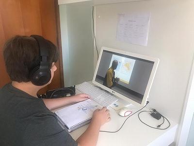 ブラジル中学生のオンライン授業の様子