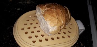 フランスパンを下ろす